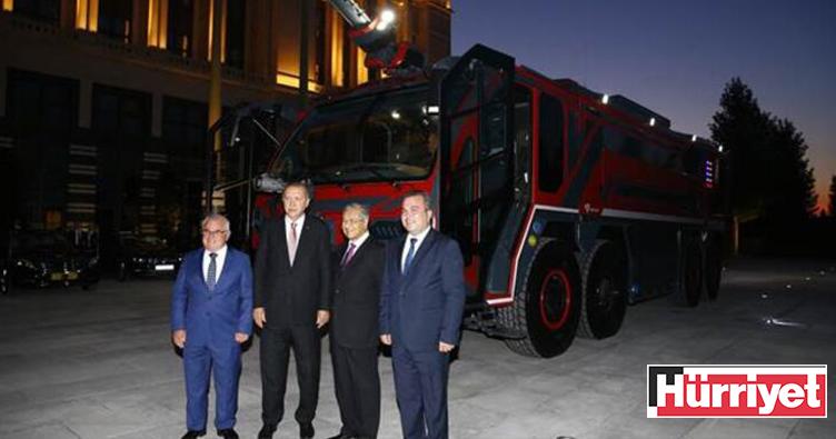 Malezya Başbakanı Mahathir Ankara'da yerli üretim itfaiye aracını inceledi